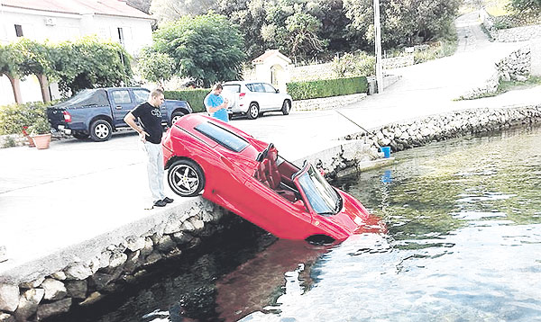 Ferrari Dalam Laut