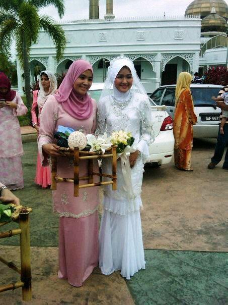 Gambar Majlis Pernikahan Ally Iskandar dan Farah Lee