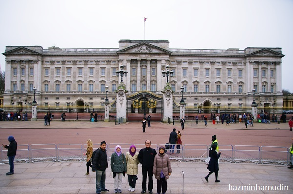 wordless wednesday buckingham palace. Black Bedroom Furniture Sets. Home Design Ideas