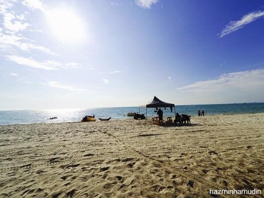 Melepak Di Pantai Teluk Kemang