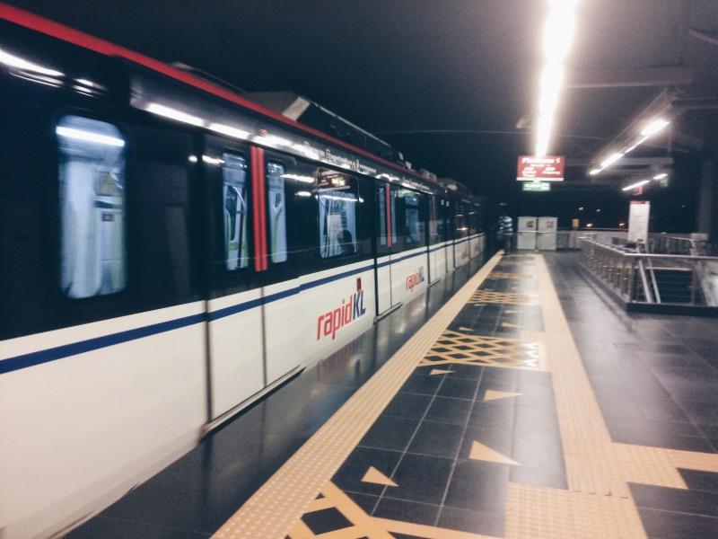 Transit Aliran Ringan (LRT)
