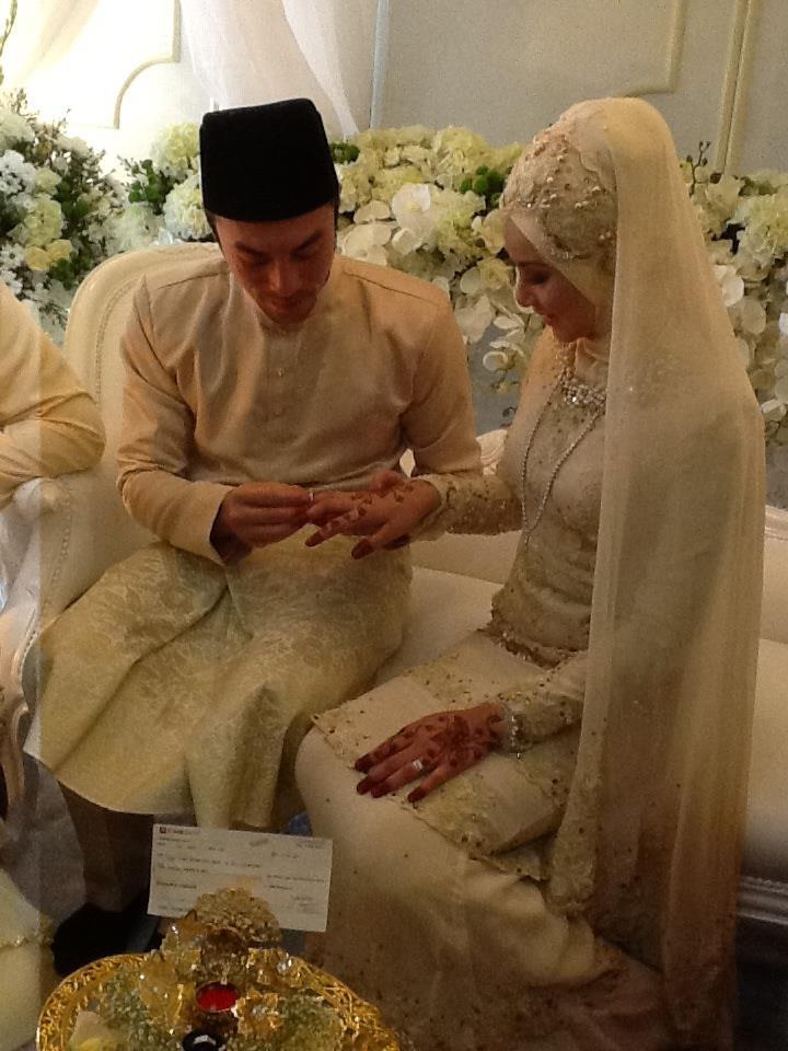 Gambar Pernikahan Apek & Leuniey 5
