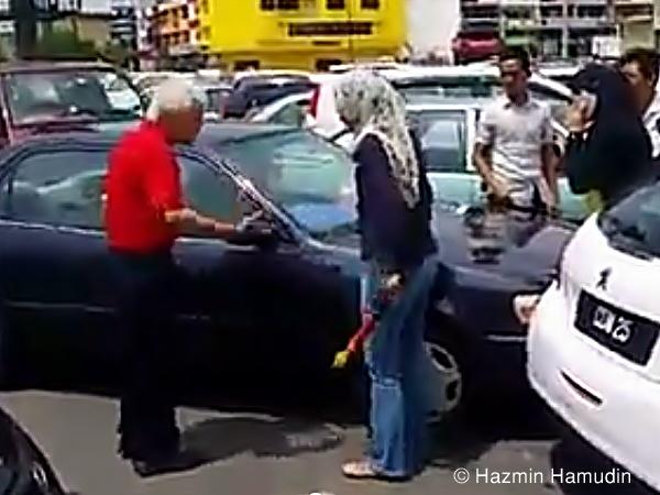 Wanita Mengamuk Kereta Dilanggar Di Kuantan